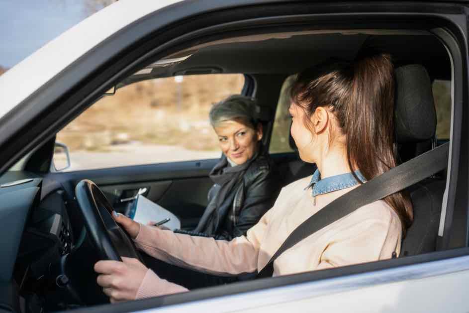Privat Autofahren üben - So übst du erfolgreich für die Führerscheinprüfung auf dem Weg zum Führerschein