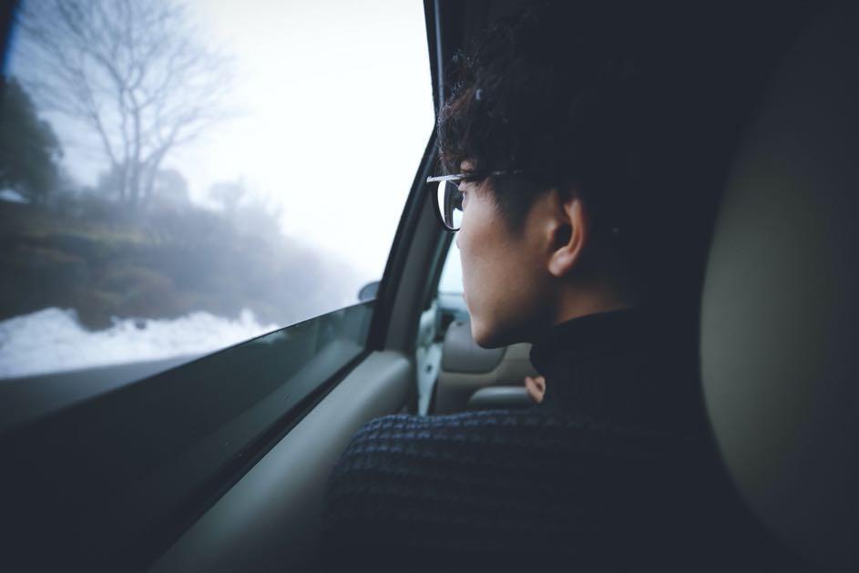 Was ist, wenn ich ohne Brille autofahre? Auf dem Weg zum Führerschein musst du zeigen, dass du gut siehst. Der Sehtest entscheidet, ob du mit oder ohne Brille fahren darfst.