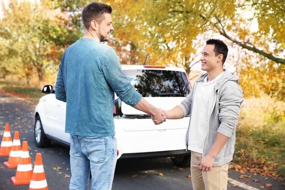 Autofahren mit 17 Jahren - Nun kannst du bereits mit 17 die Theorieprüfung und den Lernfahrausweis machen