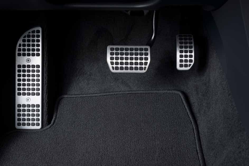 So sieht ein Automatik-Auto aus - den Unterschied findest du hauptsächlich beim dritten Pedal, dass hier fehlt.